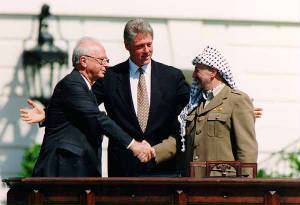 bill_clinton_yitzhak_rabin_yasser_arafat_at_white_house_1993-09-13.jpg